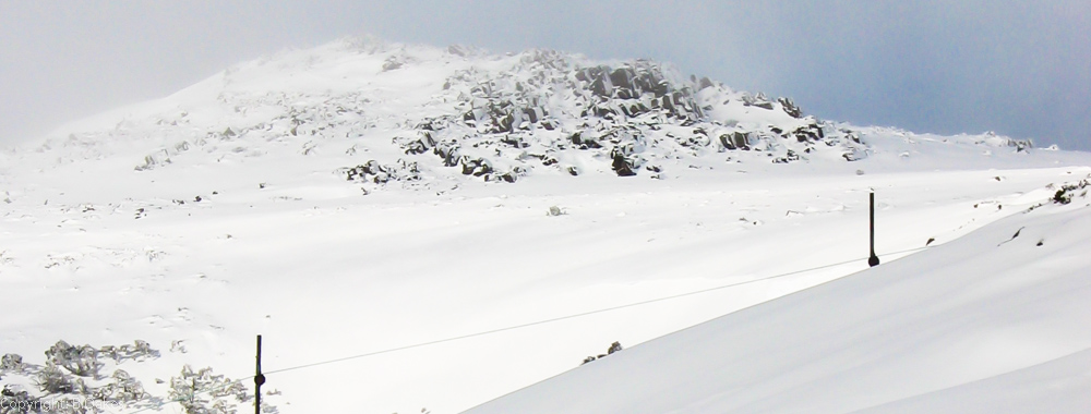 image of the Mawson tow line in the foreground looking out to the Mount Mawson summit